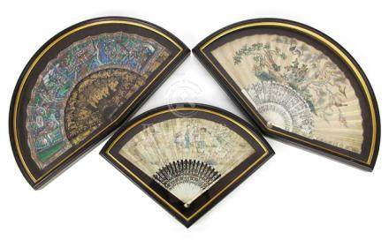 THREE PAPER FOLDING FANS WITH ELABORATE IVORY AND LACQUER FRAMES, China, 1st half of 19th ct. - Property from an old South German private collection - Minor wear, with fitting casket each