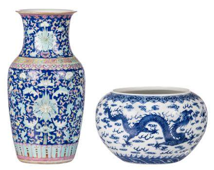 A Chinese blue and white decorated bowl with dragons and a flaming pearl, with a Yongzheng mark; added a Chinese blue ground polychrome and floral decorated vase, H 16,5 - 35 - ø 26 cm