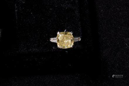 Natural Fancy Yellow Diamond Ring 4.07 cts , Clarity VS1, Florence : None Polish & Symmetry