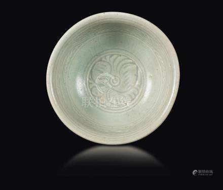 A Celadon-glazed stoneware grooved bowl, China, Song Dynasty (960-1279)