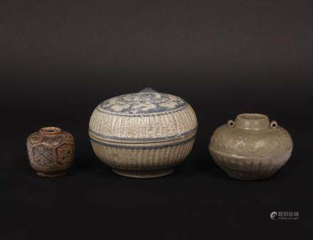Two small enamelled porcelain jars and a box, China, ...
