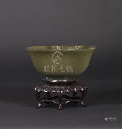 A green jade bowl, China, Qing Dynasty, 19th century  Jen Renée collection - Milan