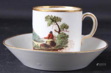 彩色瓷杯和茶碟(杯和碟有缺陷)