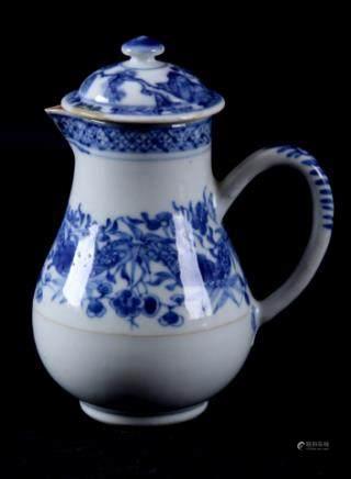 蓝白相间中国瓷器容器