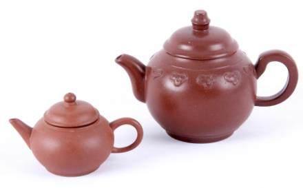 一对中国乾隆年间茶壶