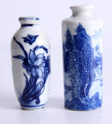 一对蓝白相间中国瓷器花瓶