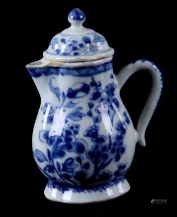 蓝白相间中国瓷壶