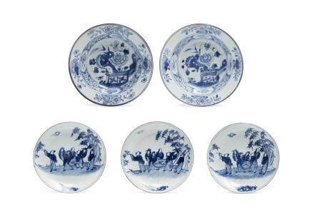 Chine, XVIIIe siècle Lot de 5 petites coupes en porcelaine et bleu sous couverte, dont une paire Compagnie des Indes