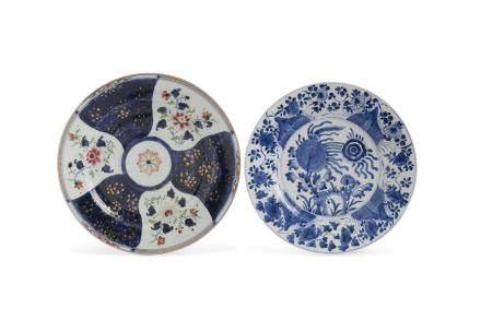 Chine, Compagnie des Indes, XVIIIe siècle. Lot comprenant un petit plat en porcelaine blanche à décor en bleu