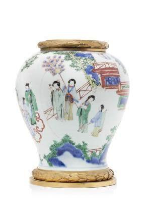 Chine, période Qing. Potiche balustre en porcelaine et émaux de la famille verte