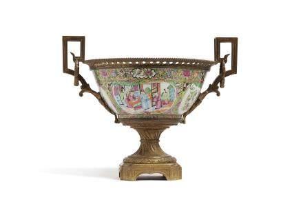Chine, période Guangxu, vers 1880 Coupe en porcelaine de Canton