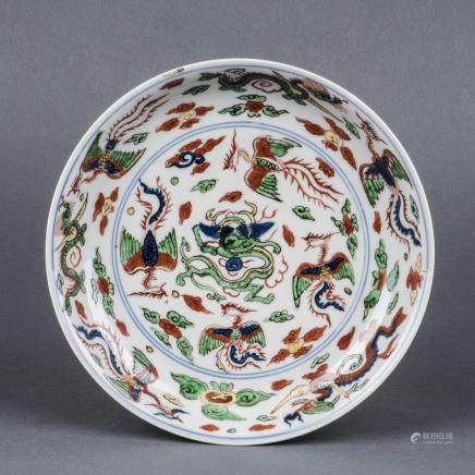A WUCAI AND BLUE AND WHITE DRAGON AND PHOENIX DISH, MING, WANLI PERIOD