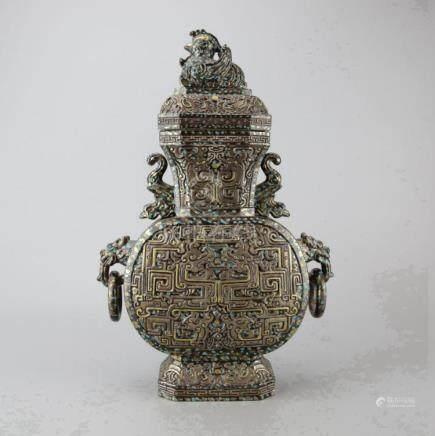Chinese Porcelain Lidded Vase
