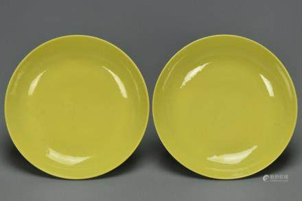 A PAIR OF QING DYNASTY DISHES QIANLONG MARK