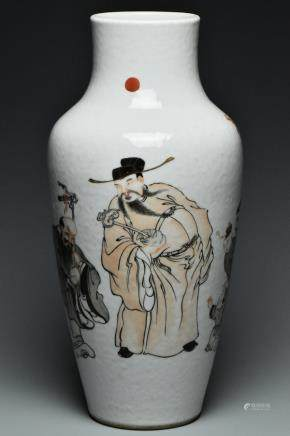 A LARGE QING DYNASTY FAMILLE ROSE IMMORTALS VASE