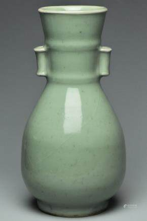 A SONG DYNASTY LONGQUAN CELADON VASE