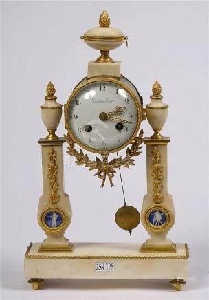 SARTON Hubert (1748 - 1828) - Pendule portique de style Loui