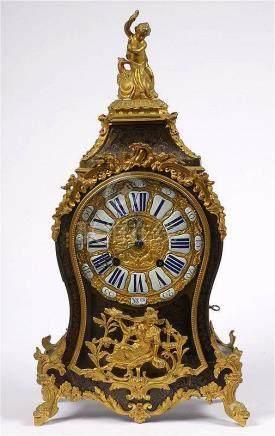 AUVIERE A DUNKERQUE - Cartel de style Louis XV en placage d'
