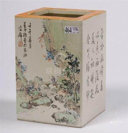 Pot à pinceaux de section carrée en porcelaine polychrome de
