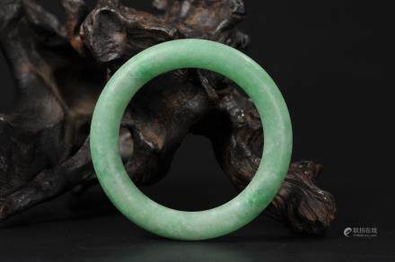CHINESE REPUBLIC PERIOD JADEITE BANGLE
