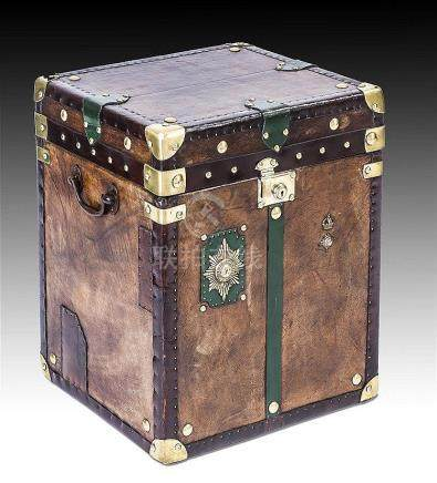 Großer Koffer, sog. Topcase-Koffer, 1. H. 20. Jh. Holzgehäus