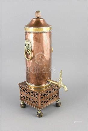 Kaffeebereiter, um 1900, Kupfer, Messing u. Holz, quadratisc