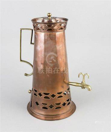 Kaffeebereiter, um 1900, Kupfer u. Messing, konische Form au