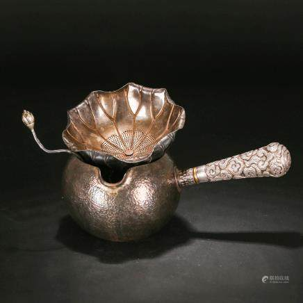 A 19TH CENTURY CHINESE SILVER TEA POT