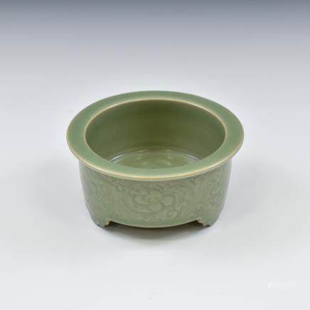 CHINESE SGRAFITTO FLORAL CELADON CENSER