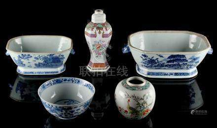 A group of five porcelain items including two 18th century blue & white exportware tureen bases (