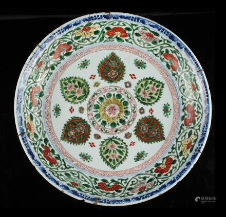 A Chinese famille verte shallow dish, Kangxi period (1662-1722), with a ring of six palmettes within