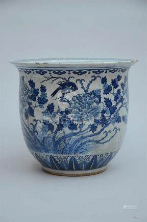Chinese blue and white pot (*) (36x32cm)