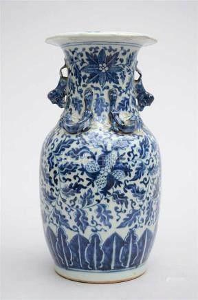 Vase in Chinese blue and white porcelain 'pomegranates' (35c