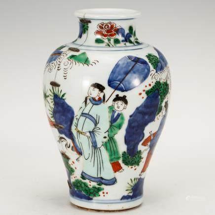 CHINESE QING DYNASTY WUCAI FIGURAL JAR