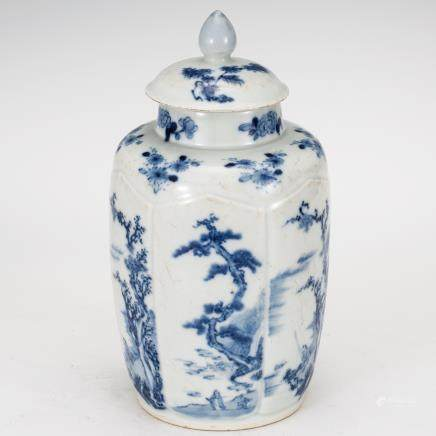 CHINESE QING DYNASTY BLUE AND WHITE COVER JAR