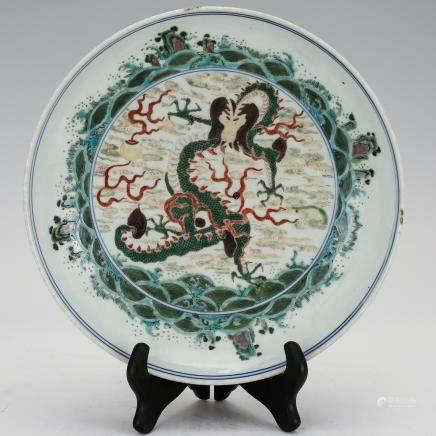 CHINESE WUCAI DRAGON MOTIF PLATE