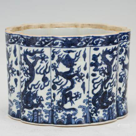 CHINESE BLUE AND WHITE OCTAGON JAR, MING
