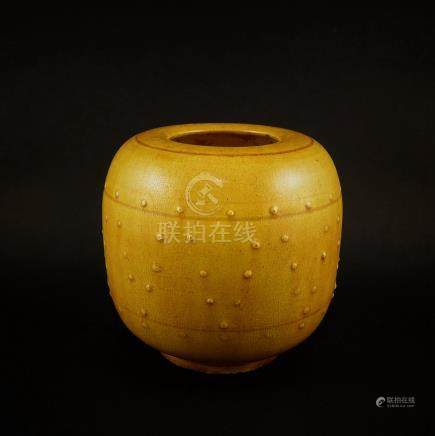 Tang Dynasty, A yellow glazed pot