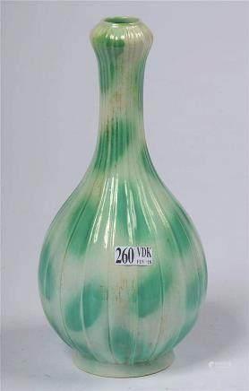 Petit vase en porcelaine polychrome de chine tacheté vert su
