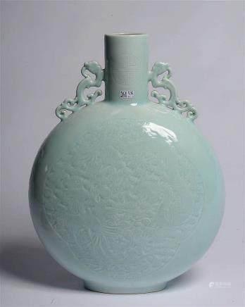 """""""Bian Hu"""" vase gourde en porcelaine """"Céladon"""" de Chine décor"""