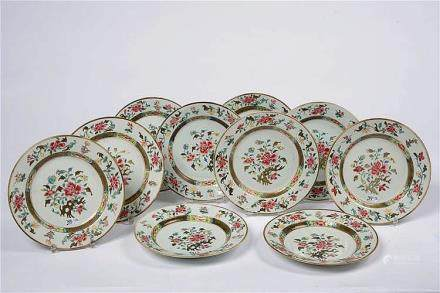 Ensemble de dix assiettes en porcelaine polychrome de Chine