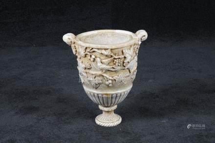 Grand Vase sur Piédouche. A de…