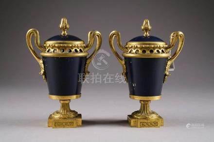 """Paire de Vases """"Pot pourri"""" d'…"""