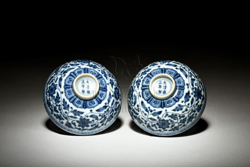 PAIR OF BLUE AND WHITE 'FLOWERS' BOWLS