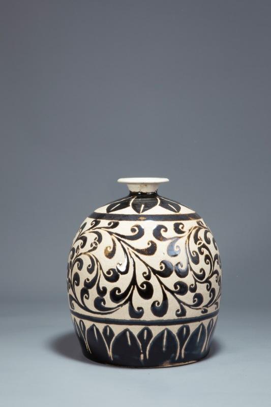 磁州窑绘花瓶