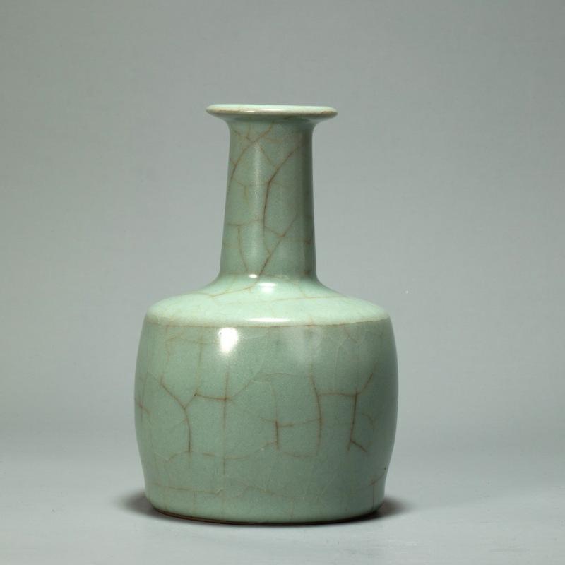 官釉纸槌瓶