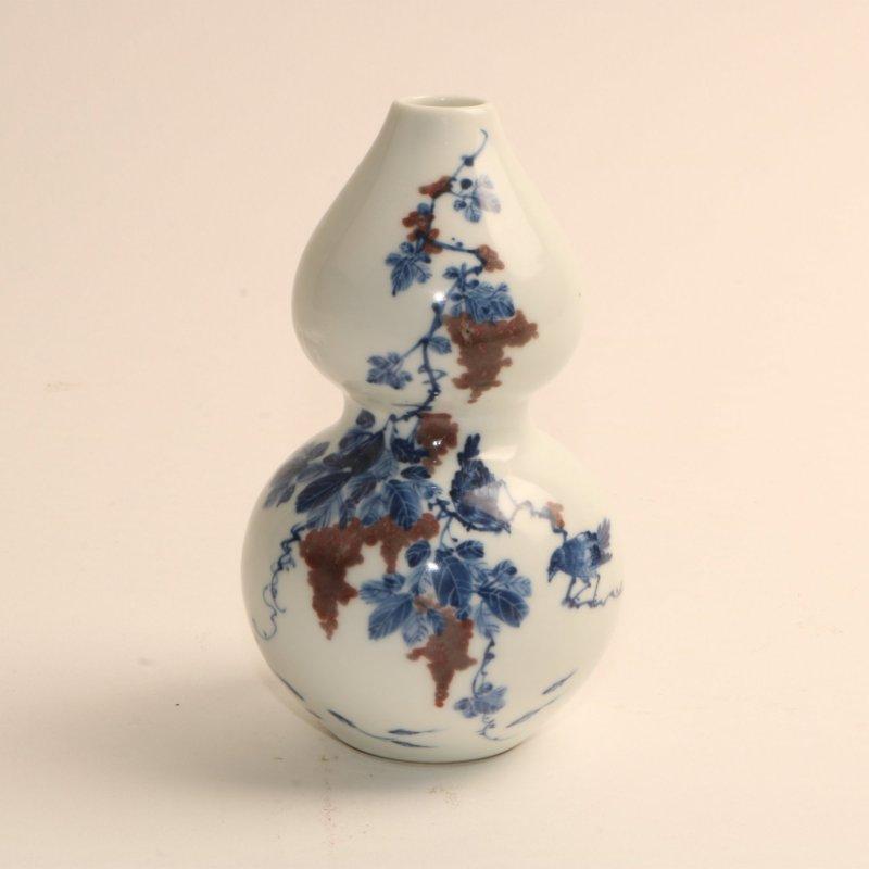 青花釉里红花鸟纹葫芦瓶