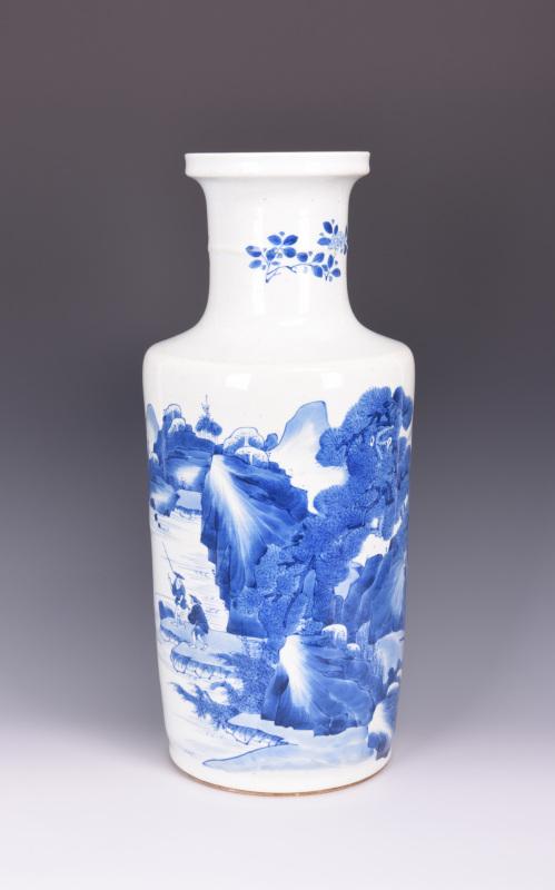 康熙风格青花山水纹棒槌瓶