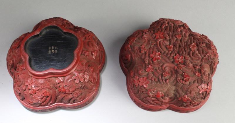 梅花形剔红盖盒